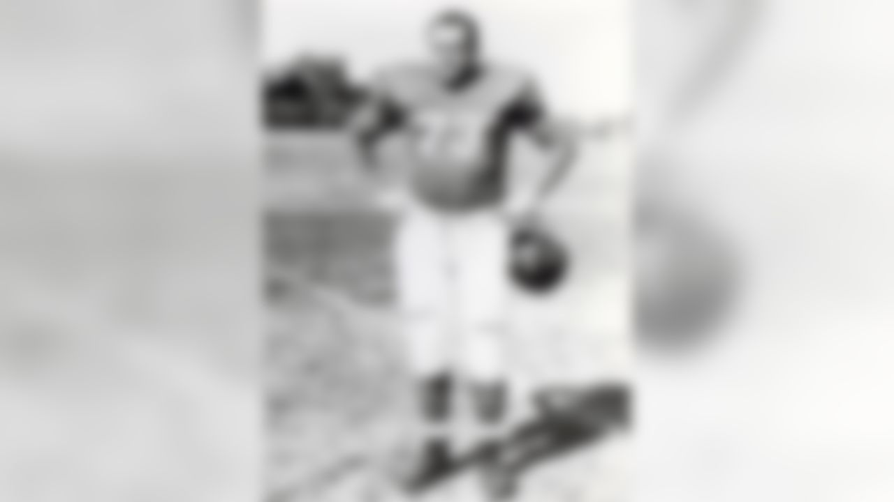 New York Giants tackle Arnie Weinmeister poses for a photo on August 1, 1952 in New York, New York. (National Football League)