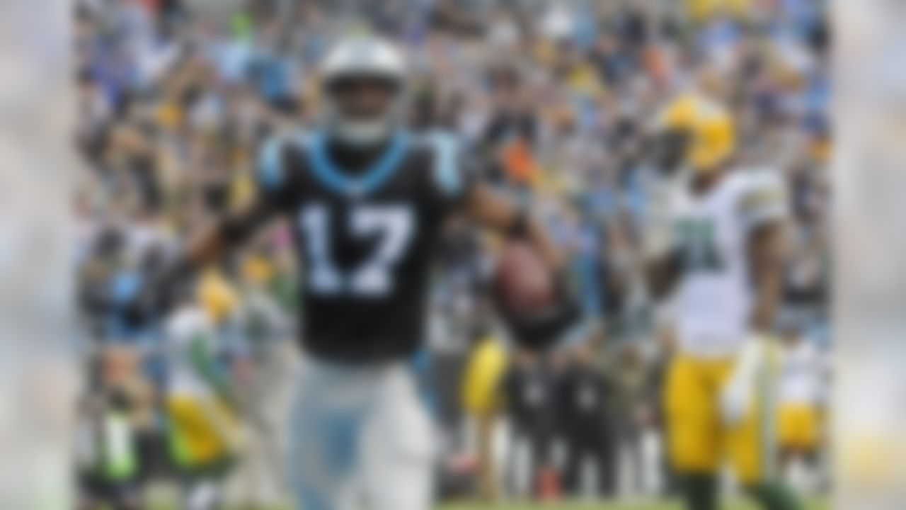 The Carolina Panthers' Devin Funchess celebrates his touchdown as the Green Bay Packers' Ha Ha Clinton-Dix watches on. (AP Photo/Mike McCarn)