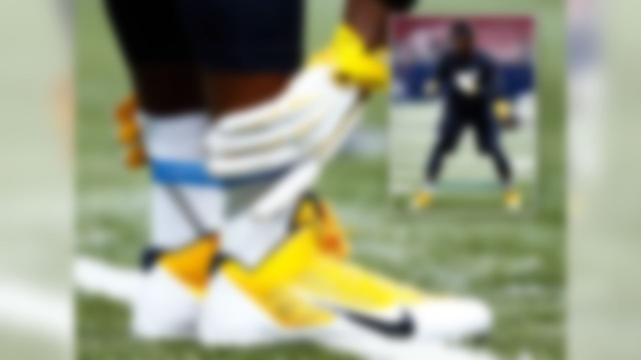 It finally happened. Antonio Brown finally had an average week (from a cleats perspective and game standpoint). This week Antonio was seen racing around the field wearing the Nike Alpha Pro 3/4 standard issue Steelers cleats. Antonio, we had high hopes for you, and we will continue to check in, but this week was a loss in the cleats column.