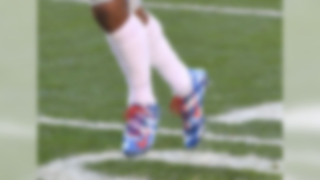 Cruz wore these blue and white stars-and-stripes cleats for the final week of Salute to Service Month while the Giants were in Cleveland playing the Browns.