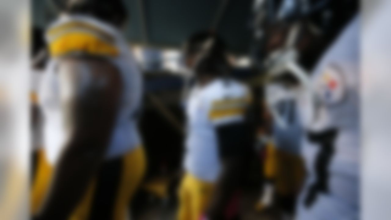 Pittsburgh Steelers quarterback Michael Vick (2) walks through the tunnel prior to the NFL regular season game against the San Diego Chargers on Monday, Oct. 12, 2015 in San Diego. The Steelers won, 24-20. (Ric Tapia via AP)