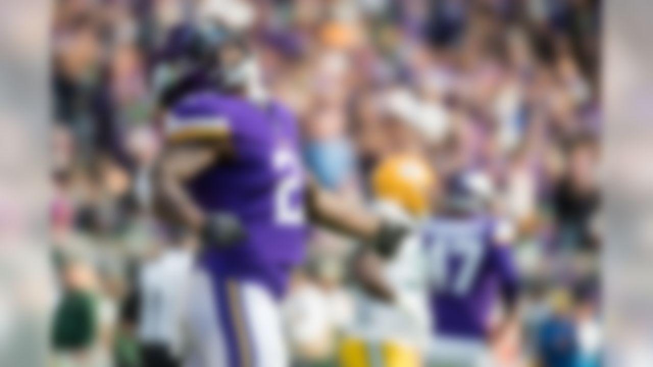 Minnesota Vikings running back Jerick McKinnon (21) celebrates his touchdown during the second quarter against the Green Bay Packers at U.S. Bank Stadium. Mandatory Credit: Brace Hemmelgarn