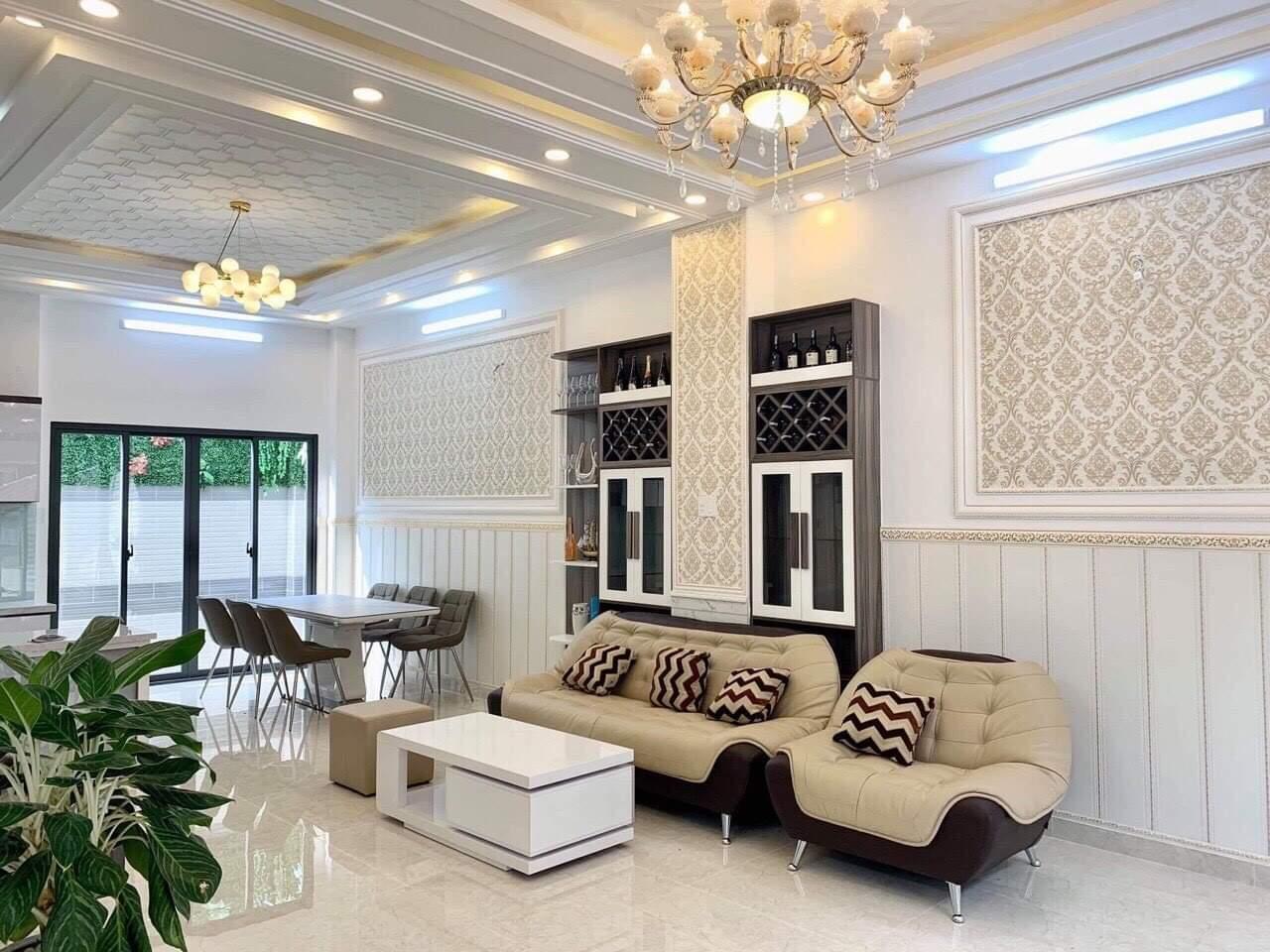 Bán nhà Nhà Bè đường Huỳnh Tấn Phát, DT 6x14m, 1 trệt, 2 lầu + sân thượng