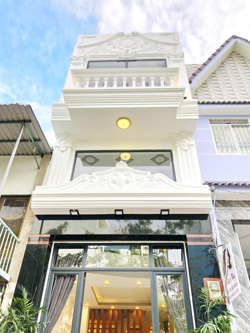 Bán nhà MT đường 8m ngay chợ Phú Thuận, vị trí buôn bán tốt