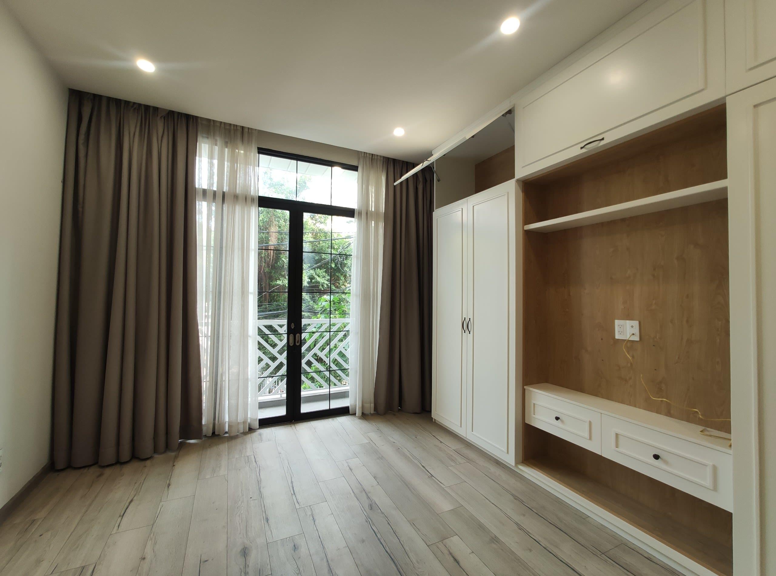 Nhà Đẹp Khu VIP Kiều Đàm, DT 4x17m 3 Tầng, Đường 9m. Giá 8.4 Tỷ.