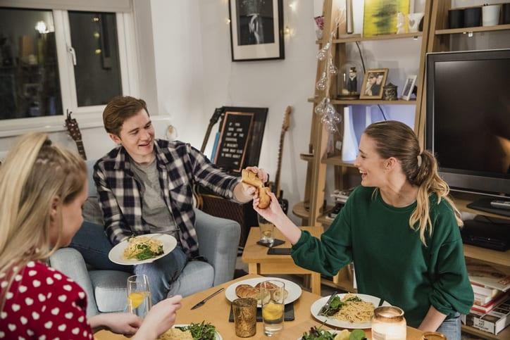 students sharing food
