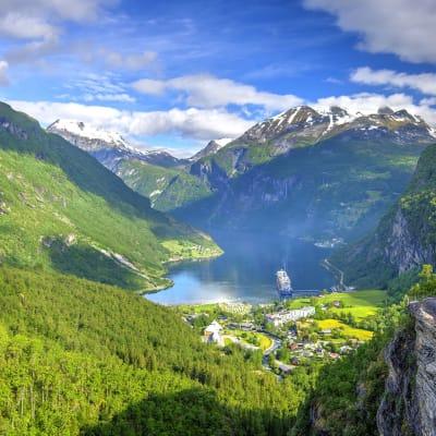 Med Hurtigruten fra Bergen til Kirkenes