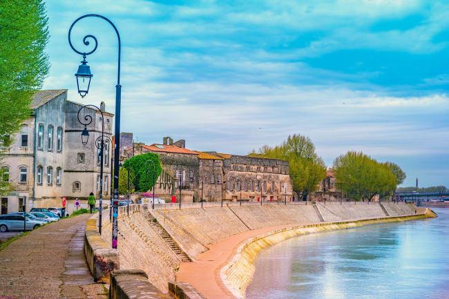 Port Saint Louis – Arles – pavebyen Avignon