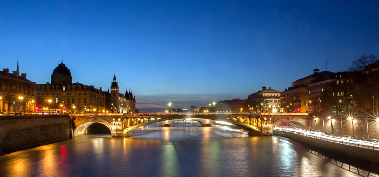 Captivating-look-of-seine-river-lighted-france-look