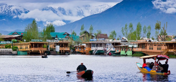 Dal-Lake-Kashmir-by-Nirvana-Trip