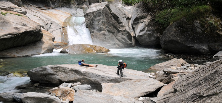 jibhi-waterfall-tirthan-valley-trek-nirvana-trip