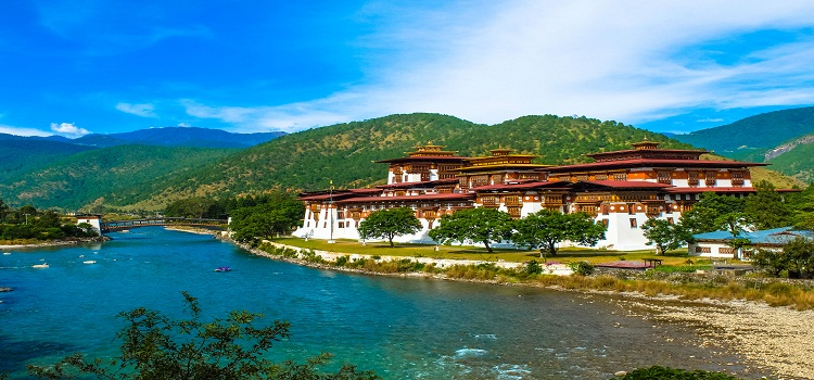 bhutan-gangtey-goempa-monastery-nirvana-trip