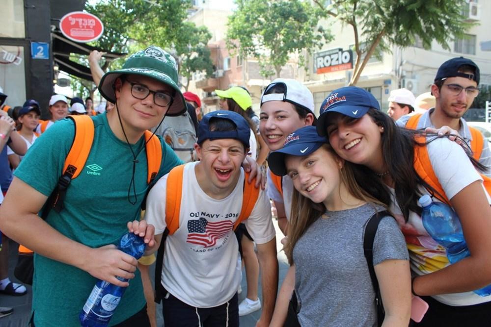 Day Seventeen: Sunday, July 28th: Volunteering with the Elderly, Machane Yehuda, and Tel Aviv!