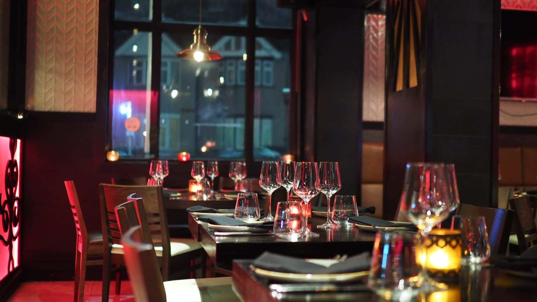 chair-cutlery-diner-restaurant