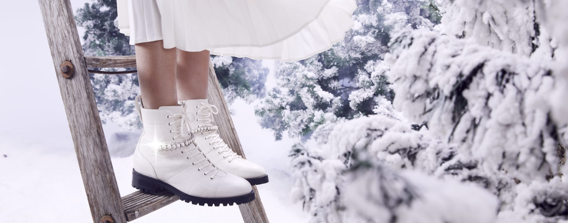 WHITE BOOT WITH PEARL DIAMOND STRAP