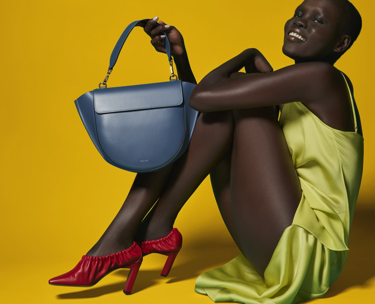 RED SQUNCH SQUARE-TOE block heel sandal|MARINE BLUE HORTENSIA BAG