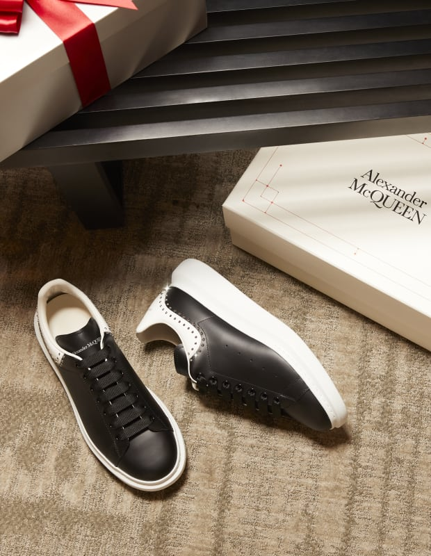 BLACK SNEAKER WITH WHITE SOLE AND WHITE HEEL