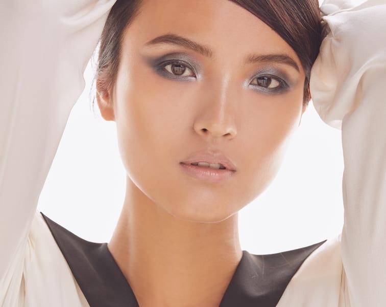 Smoky eye|face mask|white blouse with black lapel collar