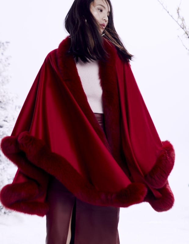 FOX FUR TRIMMED U CAPE