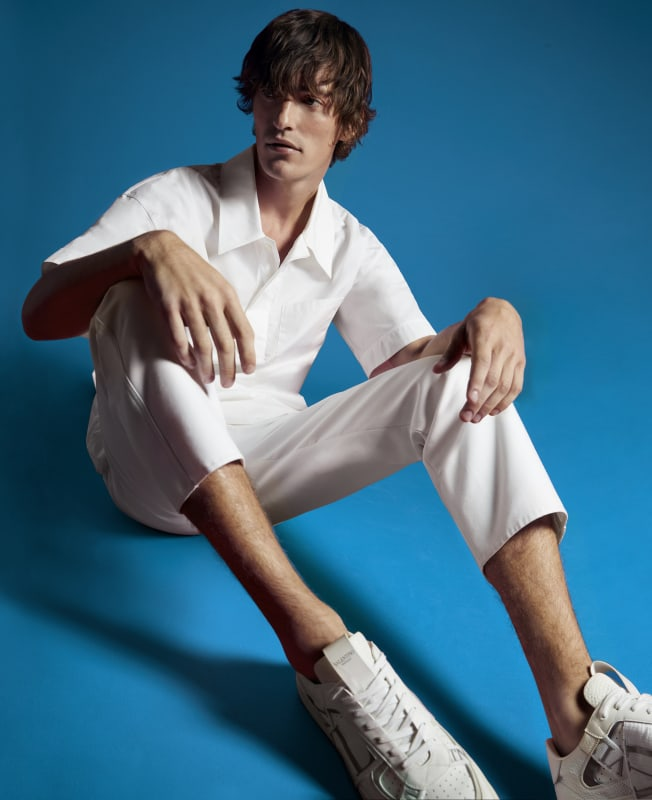WHITE Short-sleeve PULLOVER|WHITE DRAWSTING PANTS|WHITE VLTN SNEAKERS