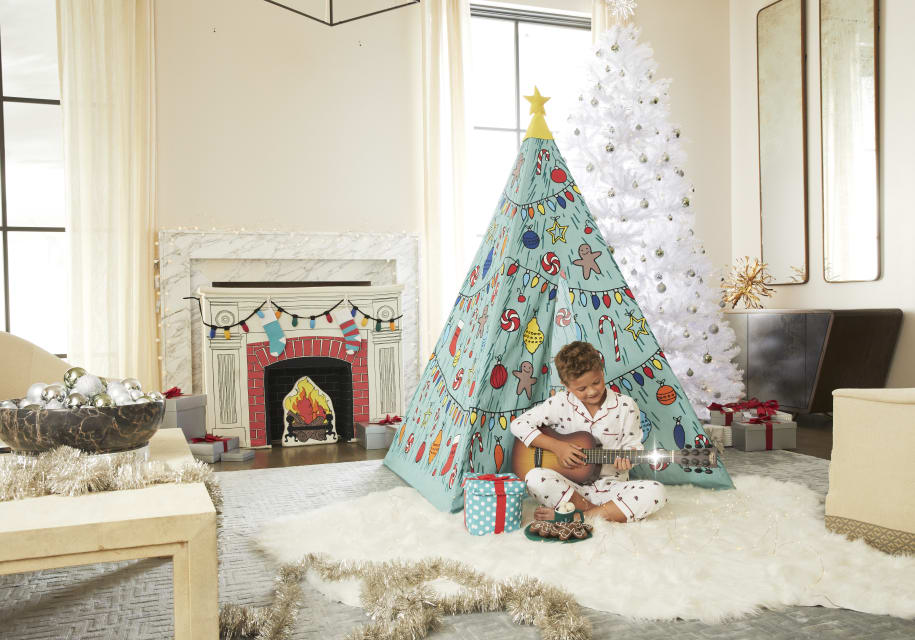 CHRISTMAS TEEPEE CHRISTMAS MANTLE