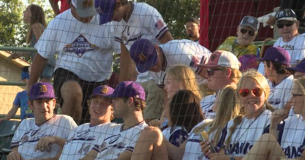 Image of D'Hanis Baseball and Softball teams watching Missions baseball game