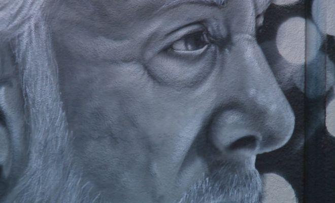 Image of Gregg Popovich painting closeup