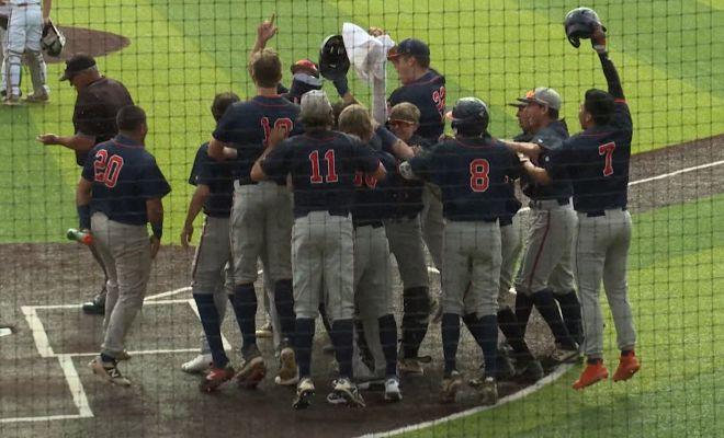 Image of Brandeis Broncos baseball team in huddle celebrating