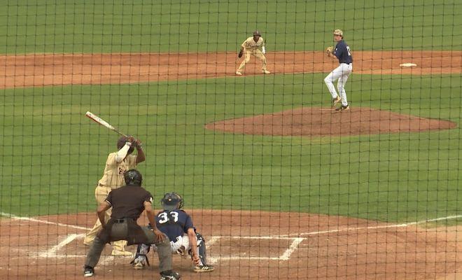 Image of UTSA vs Texas State baseball on the field