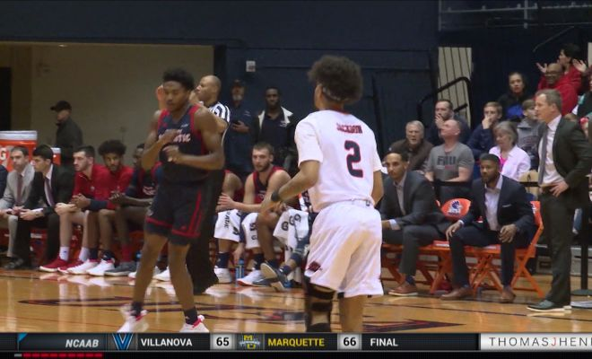 Image of UTSA Men's basketball playing against Florida Atlantic University on the court