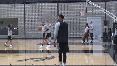Image of Spurs Basketball Players