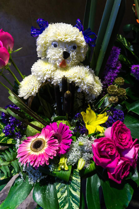 Even bears made of flowers