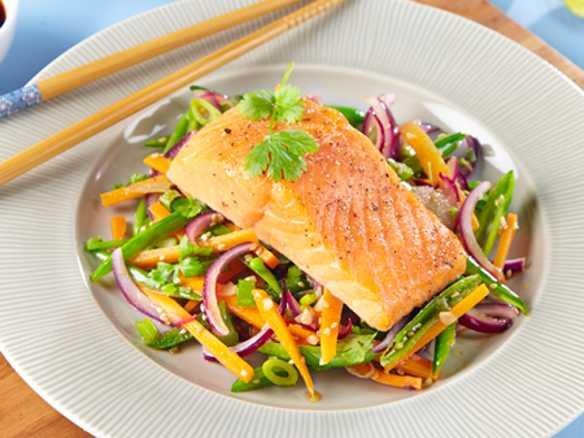 Asiatisk ørret med wokede grønnsaker