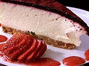 Ostekake med bær og gele