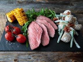 California Steak med nypotetsalat med grønne bønner, bacon og blåskimmelost