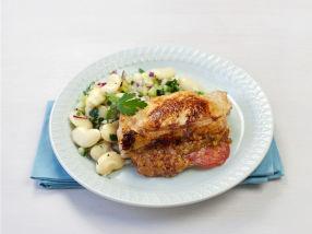 Fylte svinekoteletter med frisk bønnesalat