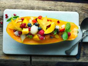 Eksotisk fruktsalat med pisket rømme