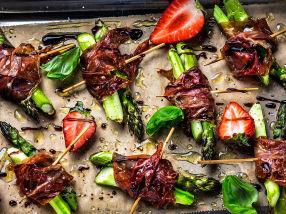 Ovnsbakte asparges med skinke