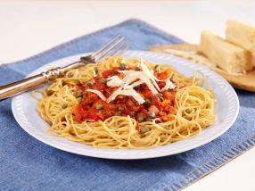 Fullkornspasta med tomat- og tunfisksaus