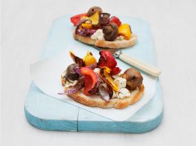 Bruschetta med grillede grønnsaker og fetaost
