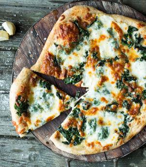 #45 Pizza Bianca med spinat
