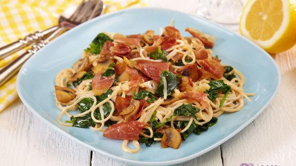 Spaghetti med spekeskinke og spinat