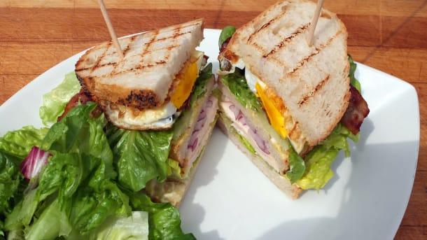 Club Sandwich med kylling og bacon? Se film