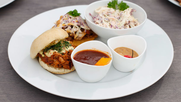 BBQ pulled pork sliders med coleslaw