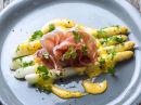 Hvit asparges med sitron-hollandaise og spekeskinke