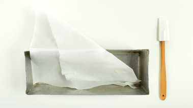 Fôr boksen med matpapir, og sett den i fryseren.