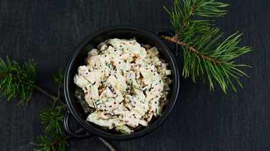 STUFFING - MEDISTERDEIG OG SOPP: Grovhakk sopp. Finhakk løk og kruspersille og bland alt inn i medisterdeigen. Tilsett rømme og sennep. Smak til med salt og pepper. Dytt fyllet inn i kalkunen før steking.
