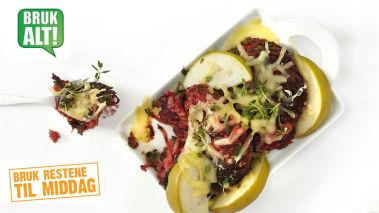 Rester: Grønnsaksburger med Jarlsberg, eple og spekeskinke  Fordel burgerne i en ildfast form sammen med eplebåter og dryss over revet Jarlsberg. Server med spekeskinke og salat.
