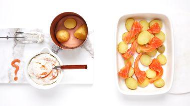 Visp fløten lett til myke topper (må ikke stivpiskes) og tilsett kaviar. Smak til med salt og hvit pepper. Legg kremen i klatter over laksen og sett formen i ovnen i ca. 15 minutter.