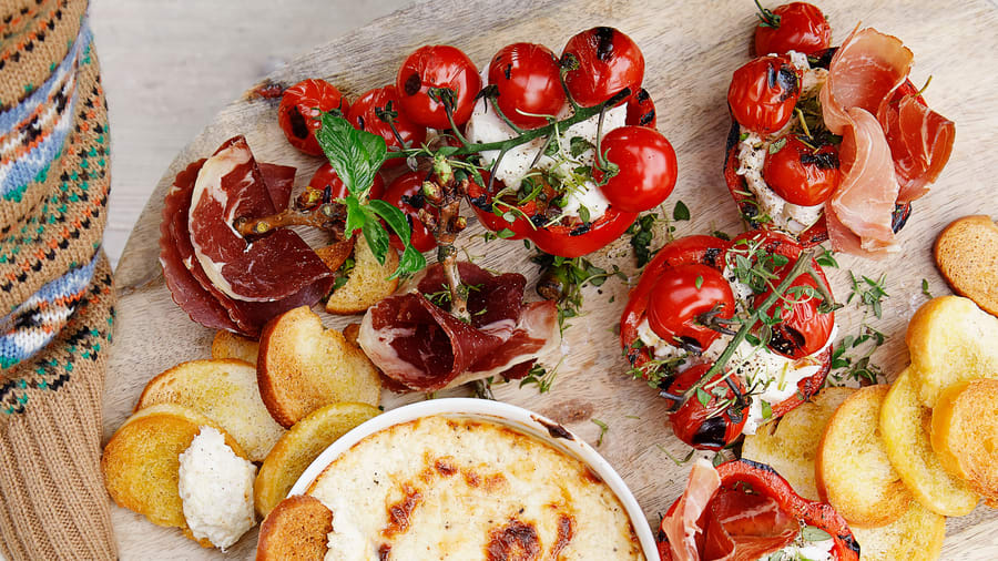 Fylte paprika med cherrytomater, mozzarella og spekemat